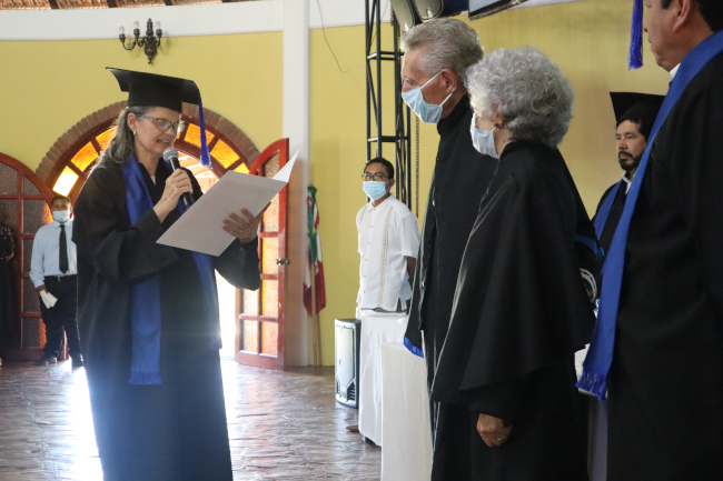 Missionary Laura Pratt Nelson Honors Duane & Sue Kershner as they receive Doctor Honoris Causa